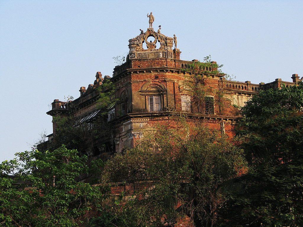 The haunting tale of Putul Bari in Kolkata